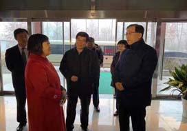 省委常委、统战部部长张江汀来到金马首亲切慰问