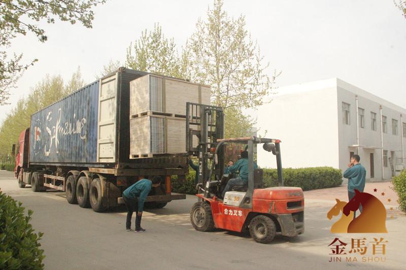 木门厂家金马首出口北美洲谷仓门本周5个柜准时发货!